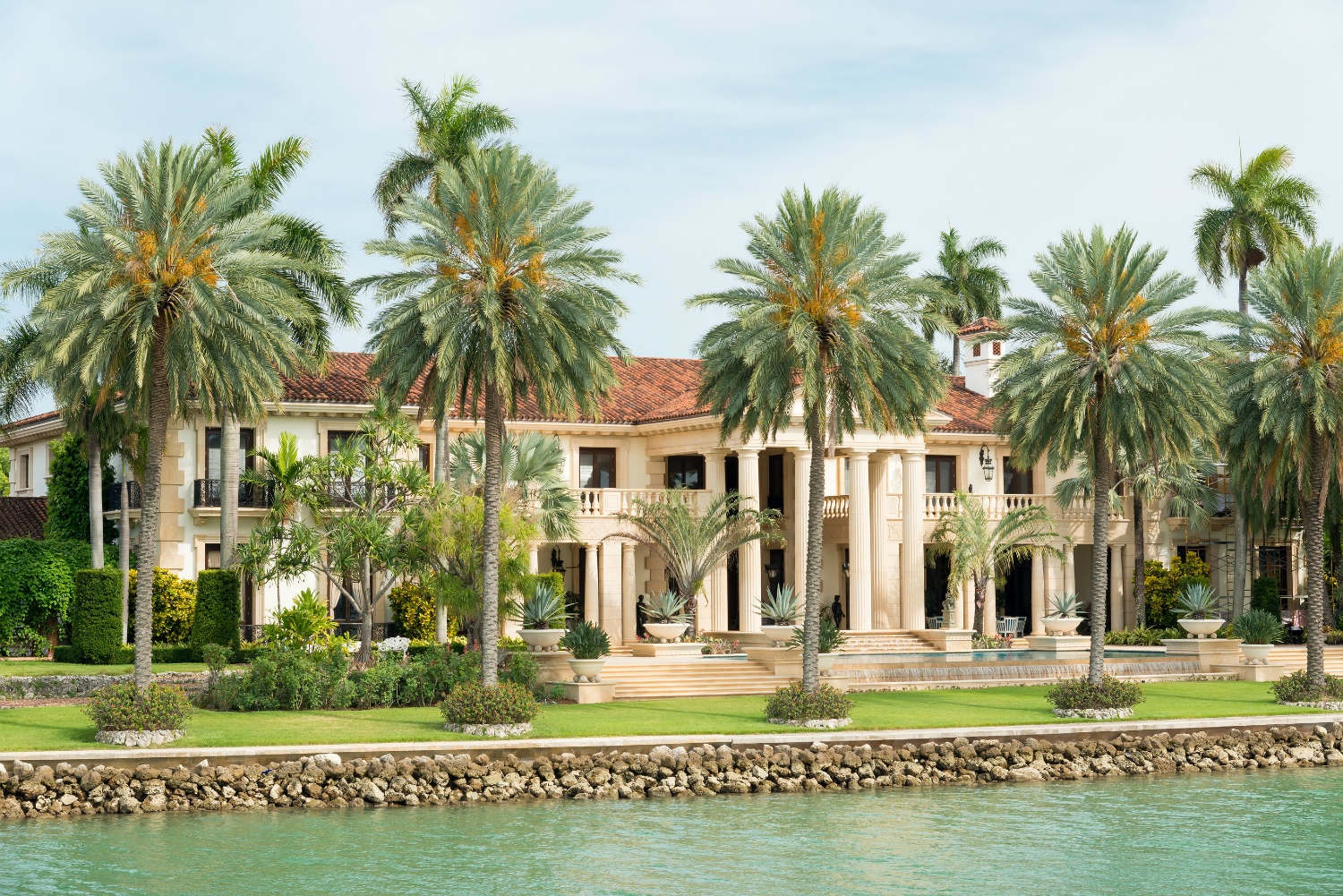 bigstock-Luxurious-mansion-on-Star-Isla-66907219 SMALL